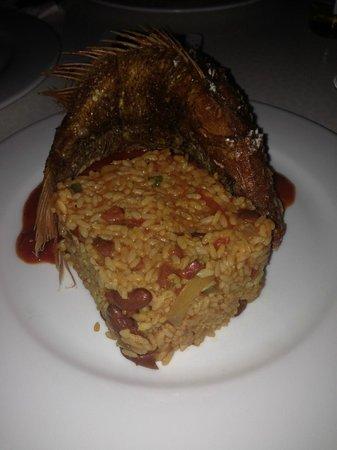 Kasavista: Medium whole fried red snapper