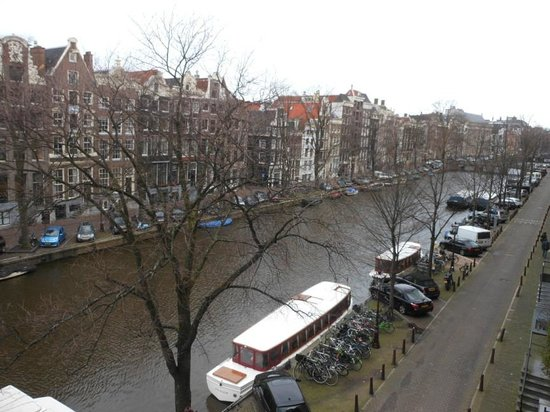 Hotel Estherea: View of the Singel canal from our room
