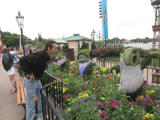 Epcot: Amazing what they could do with the bushes!!!!