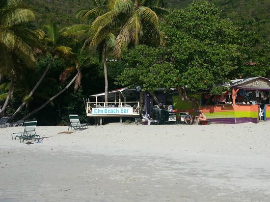 Elm Beach Suites: View of Bar from the beach