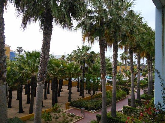 Playaballena Spa Hotel: vista hacia la piscina