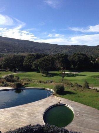 Argentario Golf Resort & Spa : Piscina estiva e campo da golf