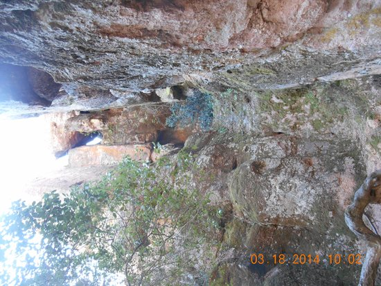 Pinnacles National Park: On the trail to the condors