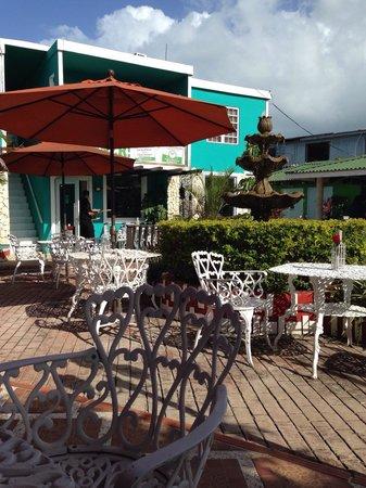 Calizo Seafood Restaurant: Essen im Freien