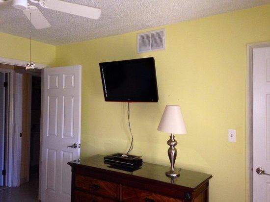 Colony Cove Beach Resort: April 2014 A303 Master Bedroom