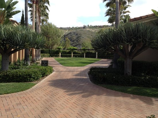 The Resort at Pelican Hill: Courtyard to Bungalow 160