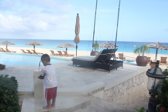 Frangipani Beach Resort: steps from my room