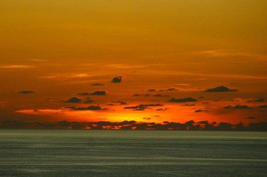 Hotel Aryaduta Manado: Sunset
