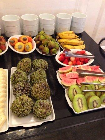 Olinda Rio Hotel: Breakfast fruit selection