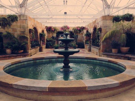 Royal Tasmanian Botanical Gardens: The conservatory inside the garden.  ildefonsogdoc.com