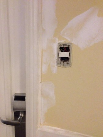 Olinda Rio Hotel: Exposed wiring and painting not finished. Remained like this for our entire stay