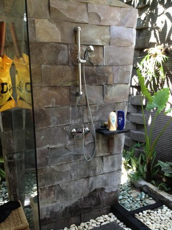 Rumah Santai Villas: Shower Area of the Outdoor Bathroom in Deluxe Villa