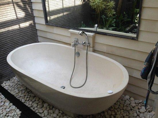 Rumah Santai Villas: Bath in Deluxe Villa