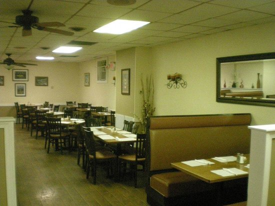 Maria's Restaurant and Pizza : Dining Area