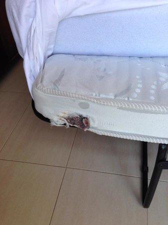 Melia Gorriones Fuerteventura: materasso bucato
