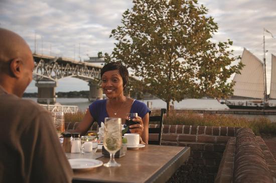 Williamsburg, VA: Dining on the York River