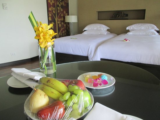 Hilton Phuket Arcadia Resort & Spa: Welcoming orchids, fruits, and sweets.