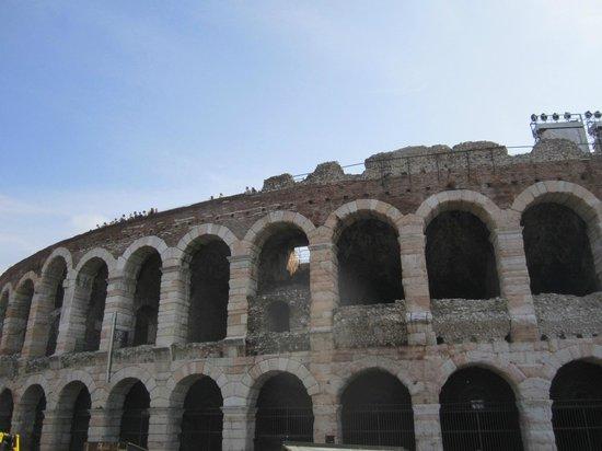 Arena di Verona: Arena outside