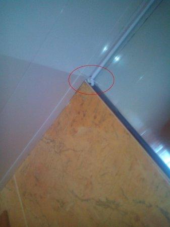 IBEROSTAR Suites Hotel Jardin del Sol: Sbavature finitura siliconica specchio/soffitto bagno