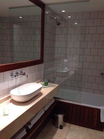 Aspen Square: Clean bathrooms