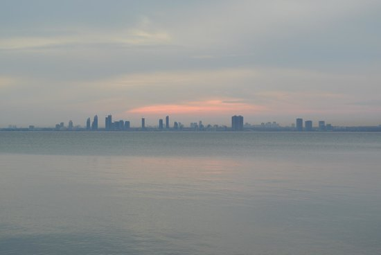 Toronto Bicycle Tours : View from Toronto Islands towards Western Ontario