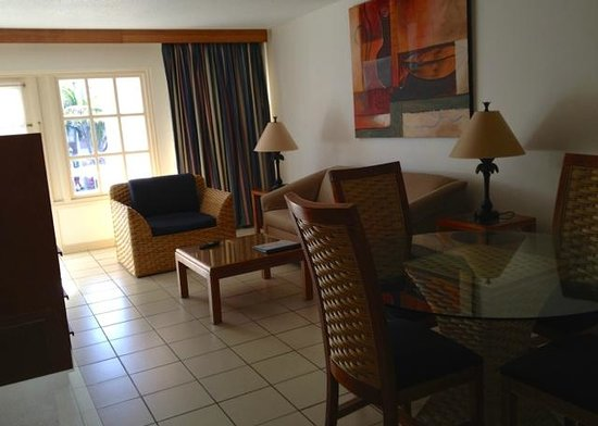 Caribbean Palm Village Resort : Living Room/Dining Area