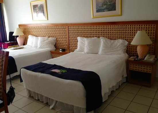 Caribbean Palm Village Resort : Bedroom 1: 2 queen size beds