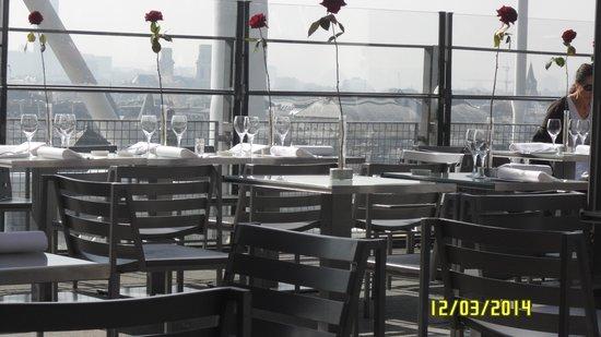 Le George: Vista sentados en la terraza del Georges V