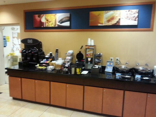 Fairfield Inn & Suites Lewisburg: Breakfast