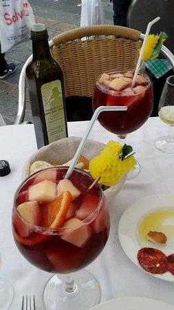 Taberna Luque: Excellent Sangrias