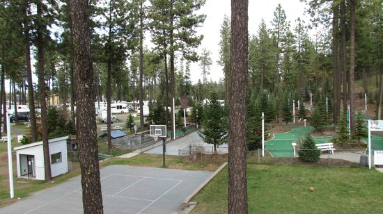 Ponderosa Falls RV Resort: lots of outdoor family activity choices