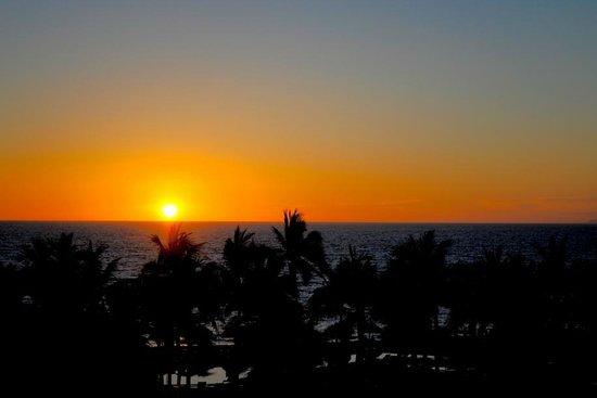 Secrets Vallarta Bay Resort & Spa: sunset from lobby