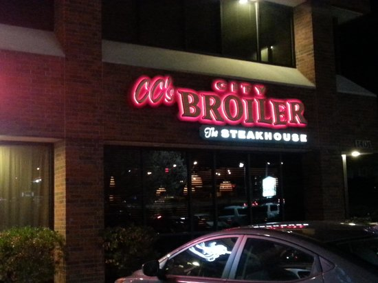C C 's City Broiler : Entrance