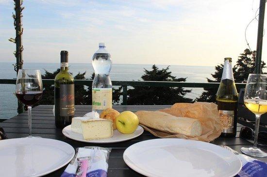 Corte del Gallo: Patio- repas vue mer