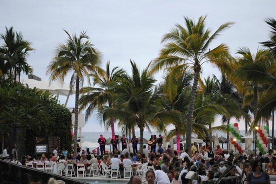 Secrets Vallarta Bay Puerto Vallarta: A party on the NOW Amber side