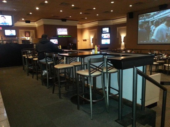 Holiday Inn Executive Center - Columbia: Sports Bar / Lounge