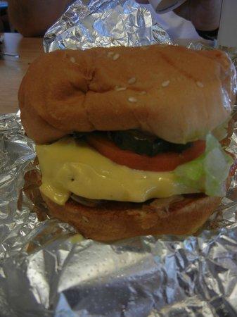 Five Guys Cheeseburger Bacon Pequeno Suculento