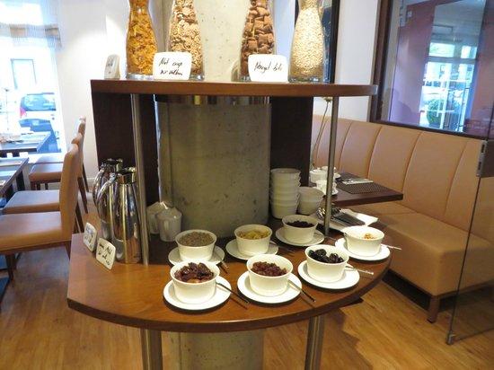 Hotel Adelante Berlin-Mitte: Breakfast buffet