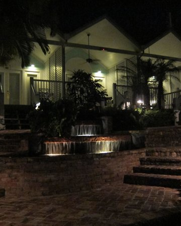 Marquesa Hotel : Nightcap by the pool.
