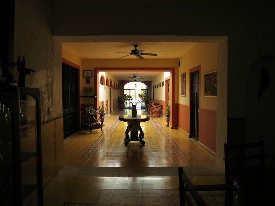 Luz En Yucatan: Interior hallway