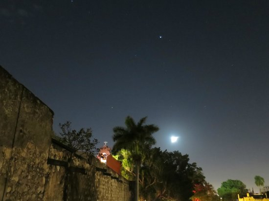 Luz En Yucatan: Night view