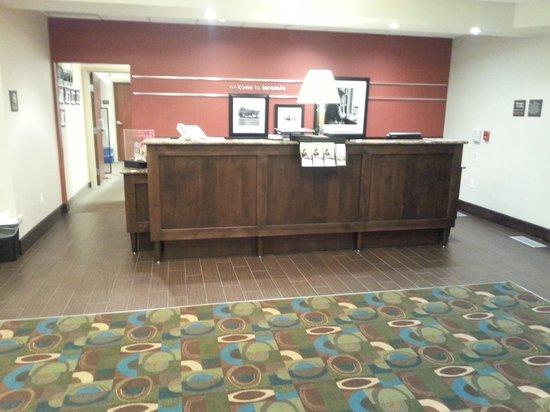 Hampton Inn Laramie: Front desk