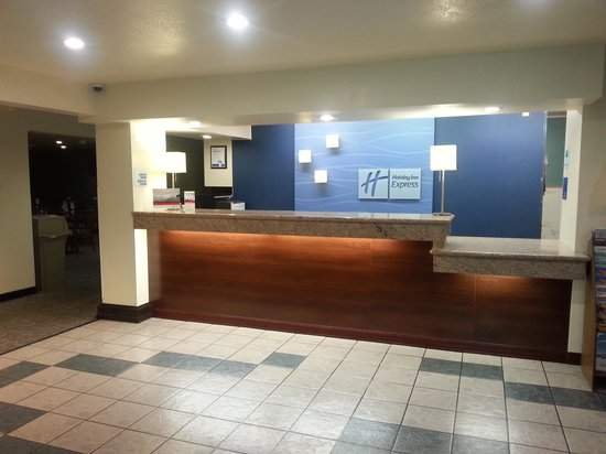 Holiday Inn Express Pendleton: Front desk