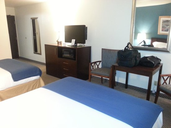 Holiday Inn Express Pendleton: TV & desk