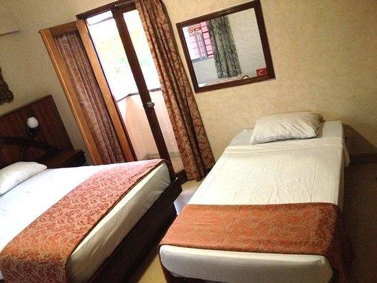 Hotel Acapulco: Habitación con cama adicional