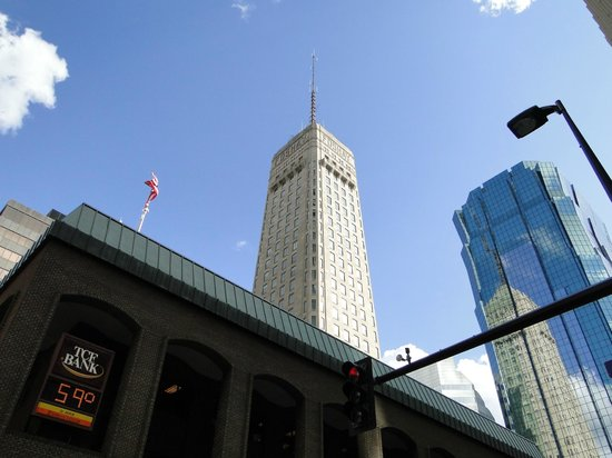 W Minneapolis - The Foshay: Foshay tower