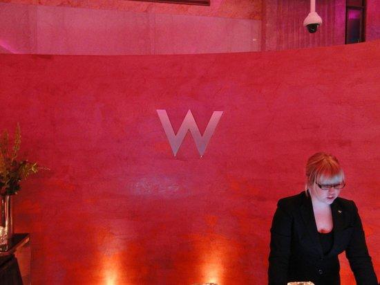 W Minneapolis - The Foshay: Welcome Desk