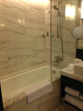 Hong Kong SkyCity Marriott Hotel : Clean Toilet