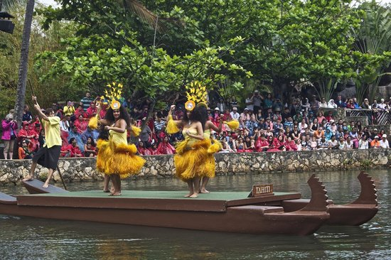 Polynesian Cultural Center: hight energy dance