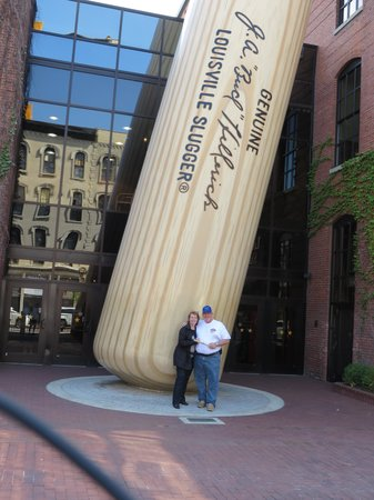 Louisville Slugger Museum & Factory : Really big bat